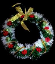 Рождественский новогодний венок с конфетами