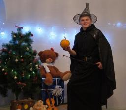Профессор Магии и Волшебства со своей помощницей Алисой_4