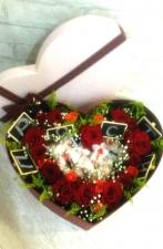 Цветы в коробках с фруктами и сладостями_1