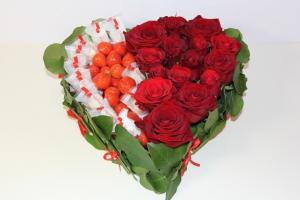 Цветы в коробках с фруктами и сладостями_4