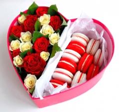 Цветы в коробках с фруктами и сладостями_6