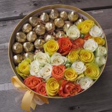 Цветы в коробках с фруктами и сладостями_2