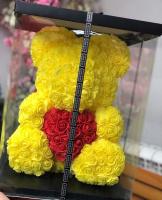 Мишка из роз желтый с красным сердцем 3D в подарочной упаковке (Большой 40 см)_1