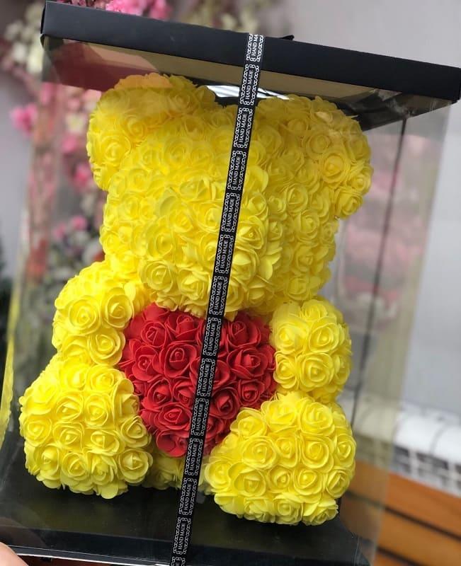Мишка из роз желтый с красным сердцем 3D в подарочной упаковке (Большой 40 см)