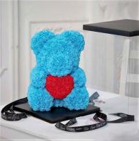 Мишка из роз голубой с красным сердцем 3D в подарочной упаковке (Большой 40 см)